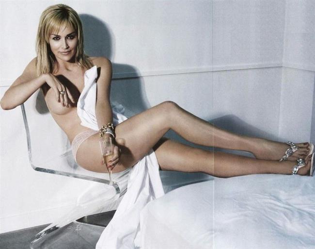 Sharon Stone  Soyunarak şöhret olanların ''en ünlü'' olanı da, kuşkusuz, dünyanın hayran olduğu Sharon Stone.İlk filmi ''Temel İçgüdü'' filminde ki soyunma sahneleriyle uzun yıllar konuşuldu.