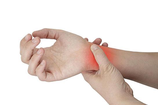 Buna karşın bu ciddi el hastalığından basit önlemlerle korunmanın mümkün olduğunu vurgulayan Prof. Dr. Ufuk Nalbantoğlu, 6 adımda korunma yollarını anlattı, önemli uyarılar ve önerilerde bulundu.