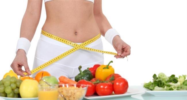"""İdeal kilonuzu koruyun    Günümüzde fazla kilonun sağlığa zararları yapılan birçok bilimsel araştırma ile ortaya konulmuş durumda. Fazla kilonun zarar verdiği organlarımızdan biri de ellerimiz! Özellikle de aşırı kilosu olanlarda Karpal Tünel Sendromu sık görülüyor. Bu nedenle ideal kiloda olmaya gayret edin"""" diyor."""