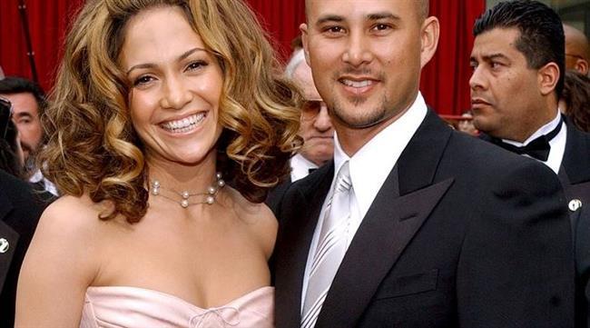 Jennifer Lopez, Love Don't Cost a Thing klibinin çekimleri için işe aldığı ve I'm Real klibinde de rol alan dansçısı Cris Judd ile 2001 yılında evlenen ünlü yıldız, aynı yıl boşandı.