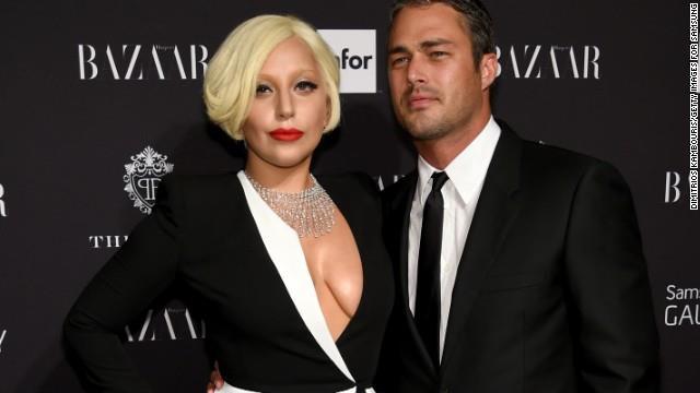 Lady Gaga da eski nişanlısı Taylor Kinney ile klip çekimlerinde tanışmıştı. Yoü And I klibinde rol alan Taylor Kinney ile kıskanılan ilişkisi geçtiğimiz yıl aniden noktalandı.