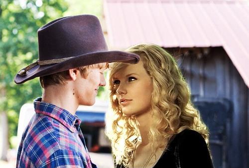 Taylor Swift, oyuncu Lucas Till ile aslında Hannah Montana'nın film setinde tanışmıştı. Ancak aralarındaki romantizm You Belong With Me klibiyle ateşlendi.