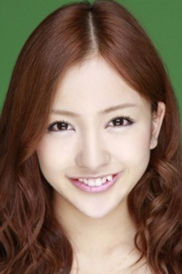 Çarpık dişler – Japonya  Batı ülkelerinde, düz bir diş dizisi mükemmel gülüşün tanımıdır ve çoğu insanın aksini düşünmesi pek mümkün değildir. Ancak Japonya'da çekici olmanın en büyük unsurlarından biri eğri dişlerdir. Eğri dişlere sahip olmak için diş hekimlerinin kapısını çalan hem genç erkeklerin hem de kadınların çok olduğu biliniyor.