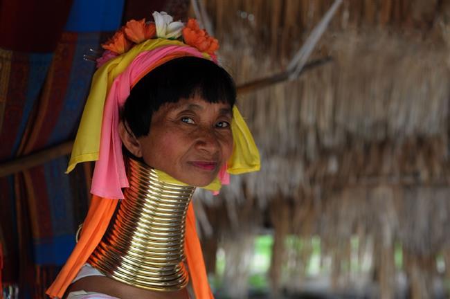 """Uzun boyun – Burma  Burma'nın doğusundaki bölgelerden birine """"Zürafa kadınları ülkesi"""" deniyor. Bu isim, kadınları boynuna pirinç halkalar takan orada yaşayan Kayan Kabilesi'ne işaret eder. Kayan Kabilesi'ne göre insanın boynu ne kadar uzun olursa o kadar güzel görünür."""