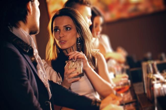 BAŞAK BURCU   Başaklar için içilecek kokteyl ya çok özel, ya da sağlıklı özelliği olan bir iksir olmalıdır. Başakların sindirim sistemleri zaten zayıflıklarıyla ünlüdür, bu yüzden de içtiklerinin içinde ne olduğunu bilmelilerdir, maksat vücutlarına ne girdiğini bilmek ne de olsa.   Sarhoş olmaktan kaçınırlar, hatta çoğu da sarhoş olmazlar. Onlar için, içinde besleyici bir malzemesi olan içecekler doğrudur. Çakırkeyif oldukları anda sofistike tarafları kendini daha çok gösterir.