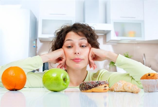 SÜREKLİ AYNI DİYETİ UYGULAMAK:   Uyguladığınız diyet programı bir düre sonra kilo kaybında durağanlaşma yaratabilir. Programınızı değiştirerek daha sağlıklı sonuçlar alabilirsiniz.