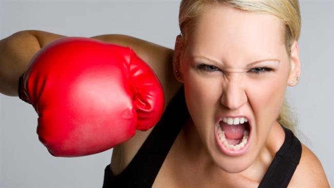 Şiddet Asla!  Sinirliyken en son yapmanız gereken şey şiddete başvurmak olur. Ne kendinize ne de başkalarına bu şekilde  zarar vermemelisiniz.