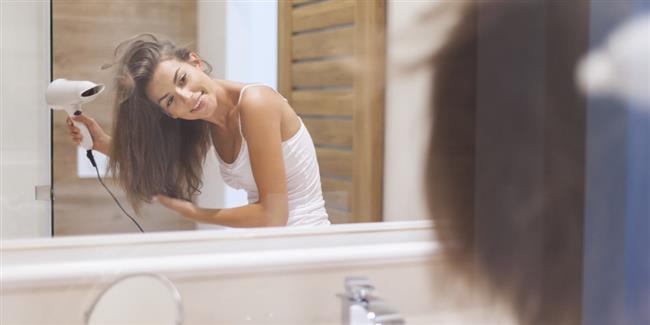 Saçların Uzama Hızını Etkileyen Faktörler Nelerdir?  Şampuan, saç kremi ve jölelerdeki kimyasal maddeler. Yediklerimiz ve içtiklerimiz. Saç kurutma makinesi ve fön kullanımı. Yüzme havuzlarındaki klor.