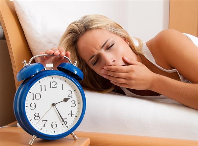 Duş aldığımız suyun kalitesi. Genetik özelliklerimiz. Gece ne kadar uyuduğumuz. Stres seviyemiz. Tiroid seviyeleri.  Kaynak:Onikibilgi