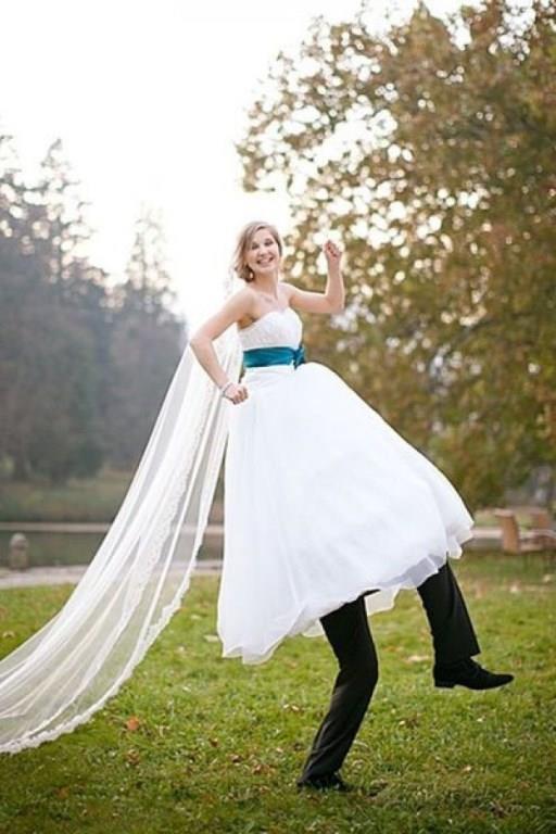 İKİZLER  Düğünle falan ilgilenmek yerine, en iyi ve en eğlenceli düğün fotoğrafçısı kimdir, nerededir arayışındasınız değil mi? Hatta aklınızda düğün yerine, sade bir nikah var. Çünkü düğünde herkesle tek tek ilgilenip kendinizi yoracağınıza, nikahtan sonra yakın arkadaşlarınızla ve akranlarınızla eğlenceli bir mekanda düğün yemeği yiyip tabiri caizse kurtlarınızı dökmek, size daha mantıklı geliyor.