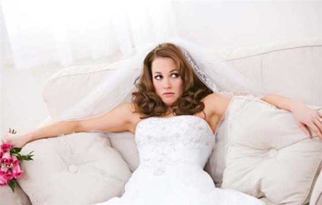 OĞLAK  Sizin için evlenmek hiç de kolay değil. Evlilik dendiğinde o kadar çok teferruat aklınıza geliyor ki, kendinizi düğün gününün güzelliğine kaptıramıyorsunuz. Aslında en zor iş, sevgilinize düşüyor.  Aylarca törenle ilgili her detaya önem vermesini bekleyecek ve ona türlü türlü görevler vereceksiniz. Sevgilinizin de sizin kadar, her detayla ilgilenmesini istemeniz aranızda sorun yaratabilir. O bir erkek, unutmayın.