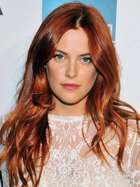 Parıltılı kızıl  Özellikle beyaz tene uygun bu saç rengi, açık kızıl ya da sarı alt renk tonlarıyla tavsiye ediliyor.