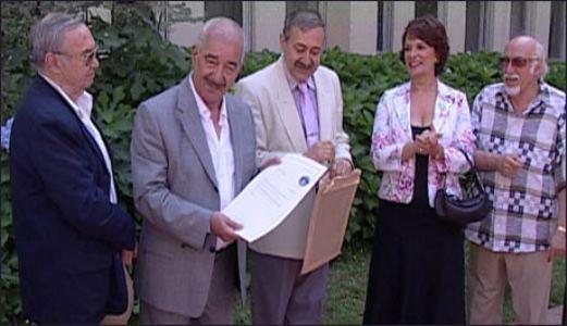 Türk sinemasının emektar senaristlerinden Safa Önal, filme çekilmiş 395 senaryosuyla bir dünya rekoruna imza attı. Önal'ın rekoru Guinness Rekorlar Kitabı tarafından onaylandı.