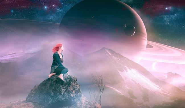 Krizi fırsata dönüştürmek sizin yeteneklerinize kalacak.  Satürn istasyonları önemli duraklardır. Şimdiden 25 Ağustos'a kadar derslerinizi öğrenme aşamasında olduğunuzu ve bu arada Venüs gerilemesine dik bir açıda bulunacağını da göz önünde bulundurarak, yaşanabilecek derslerin öncelikle birebir ilişkilerde sevgi ve para üzerine kurgulu olduğunu unutmamalıyız. Mevcut ilişkinizi, kariyerinizi veya hayatınızın diğer değerli bölümlerini korumak için sıkı çalışmanız gerekecek. Bu etki altında, yalnız ve üzgün hissetmek ise ortak sorunumuz olabilir. Panik yapmayın. Para ve ekonomik koşullarımız her zamankinden daha fazla gözümüze batabilir. Bu nedenle para ve diğer kaynakları boşa harcama eğiliminden kaçının. Sorumluluklarınızı, özellikle de sevdiklerinizle aranızdaki finansal problemleri görmezden gelmeyin.