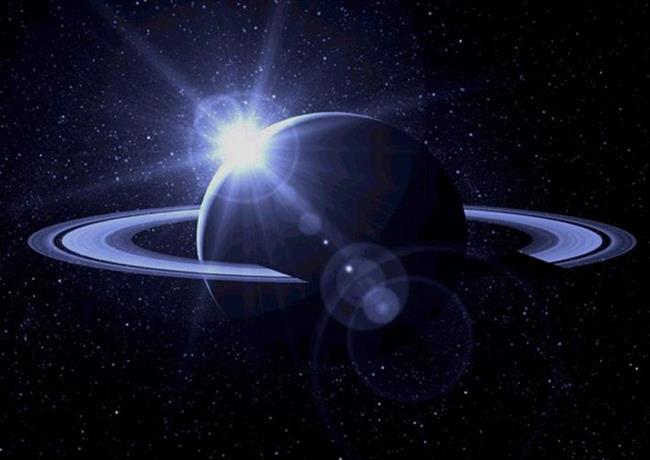 Satürn 28 ° 12 'Yay burcunda Etamin sabit yıldızı ile kavuşum halinde olacak. Bu demek oluyor ki endişelerinizi aşmanız için yeterli zihinsel yoğunlaşmayı gerçekleştirmeniz içinde yeterli güce sahip olabileceğinizi mesajını da veriyor. Ve en önemli konu ise olumsuzlukların üstesinden gelemezseniz yaşadıklarınız ile ilgili itibar kaybı yaşayabilirsiniz. Cesur olun ve haklı olduğunuz konularda kendinizi ifade edip hiçbir soru işaretine maruz bırakmayın. İftira gibi olumsuz durumlarla uğraşmak söz konusu olabilir. Sizlerde her duyduğunuz konuya itibar etmeyin. Konulara ve durumlara zaman verin.