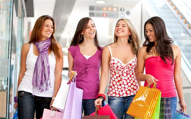 15. Kadınlar 8 yılını alışverişe harcıyor.
