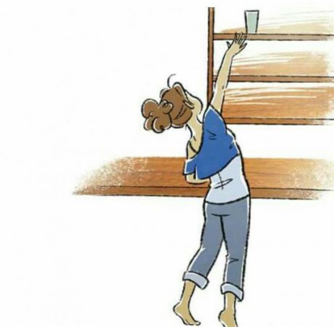 • Yukarıdaki Cisimlere Uzanmayın   Hangi şartta olursanız olun yukarıdaki bir cismi almanız gerektiğinde kesinlikle uzanmayın. Gerekirse destek isteyin, basamak kullanın. Ağırlığını bilmediğiniz yükleri kaldırmaktan da kaçının. Ayakta uzun süre kalacaksınız (örneğin ütü yaparken ) bir ayağınızın altına mutlaka destek koyun.