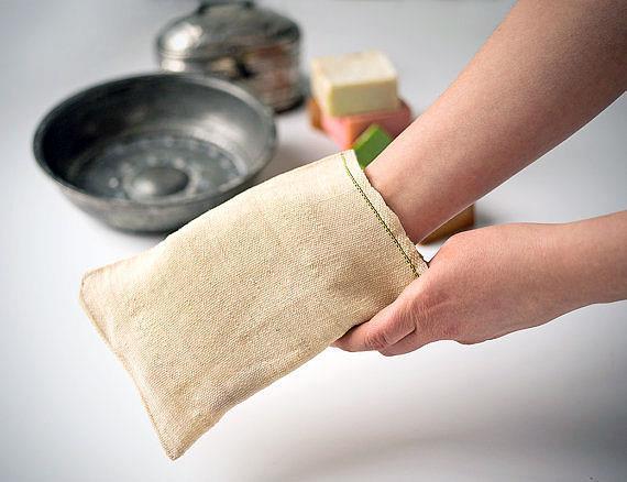 Banyo fırçası yerine dokunmuş kumaş  Bir zamanlar ölü derileri vücuttan uzaklaştırmak için fırça yerine keseye benzeyen işlenmiş kumaş kullanılırdı. Kumaşın yumuşak yapısı, fırçanın sert kılları gibi cildinizde günlerce kalan kızarıklar yaratmaz.