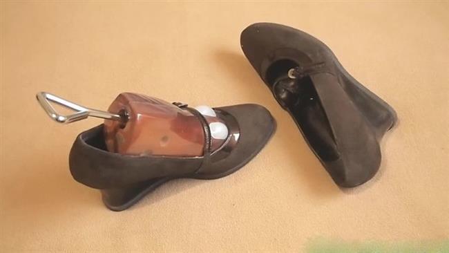 Ayakkabı kalıplarını unutmamalı  Ayağınızla aynı numarada bir ayakkabı kalıbı alın ve küçük gelen ayakkabılarınızın içine koyun. Fakat işe yaraması için birkaç gün beklemeniz gerekmekte.
