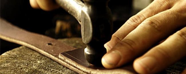 Ayakkabı tamircisine gidin  Ayakkabıları spesifik olarak onarma niyeti ile almamanız gerekse de, bazen profesyonel yardım tek çaredir. Ayakkabı tamircisi, ayakkabılarınızın uzunluğunu ya da genişliğini bir esnetme makinesi ile değiştirebilir.