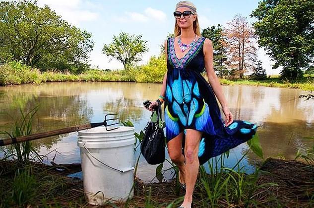 Çoğu insan kurbağa görmeye bile dayanamazken Paris Hilton onları takip ediyor, yakalıyor ve bir kutuya koyup sonra bırakıyormuş. Ve bunu da severek yapıyormuş. Tam bir kurbağa avcısı olan Paris, en garip hobiye sahip ünlülerden…