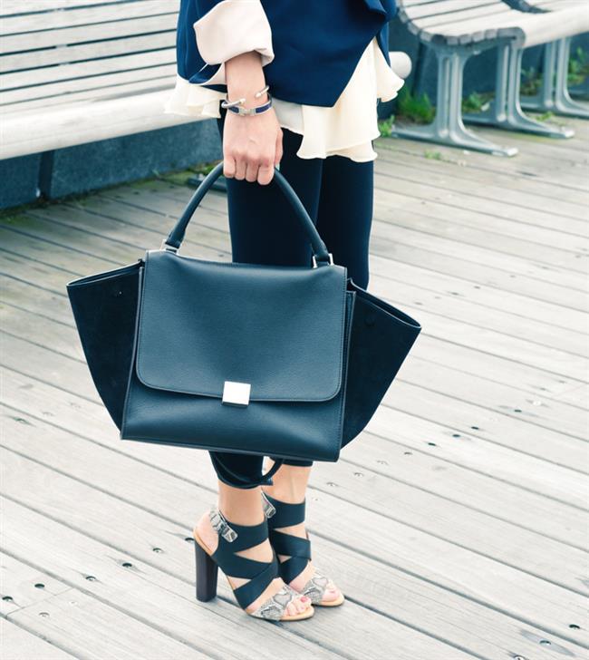Blok topuklar bu kadar popüler olmuşken ofis stillerini etkilememesi tabiki beklenemezdi. Blok topuklu ayakkabılarınızı kumaş pantolon, takım elbiseleriniz ve eteklerinizle rahatlıkla kombinleyebilir, kendinize rahat bir iş stili yaratabilirsiniz.