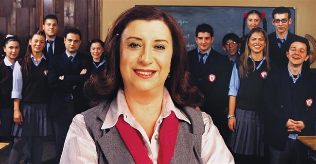 Afet Güçverir  İdealist bir öğretmen duruşuyla hala tüm okullarda olmasını temenni ettiğimiz bir karakter olarak Hayat Bilgisi dizisiyle karşımızdaydı.