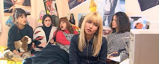 Çılgın Bediş  Bediş adında, liseyi yıllardır bitirememiş bir genç kız ve yakın çevresindekilerin başından geçen komik olaylar konu edilir.