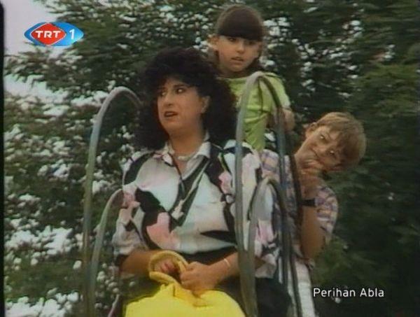 Perihan Abla  İyi komşu mahallenin sevilen ablası Perihan Abla Perran Kutman'ın oyunculuğuyla birlikte herkesin sevdiği bir isim haline geldi.
