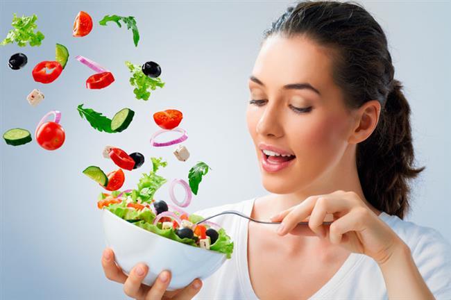"""Oysa kardiyovasküler hastalık oluşturma riskini bazı besinleri düzenli tüketerek azaltabilirsiniz. Kabak çekirdeğinden semizotuna bazı besinler kan basıncını düşürüyor ve damarları temizleyerek kalp sağlığına fayda sağlıyor"""" diyor. Beslenme ve Diyet, Fitoterapi Uzmanı Şeyda Sıla Bilgili, 10-16 Nisan Kalp Sağlığı Haftası kapsamında, kalp sağlığında öne çıkan 10 besini anlattı, önemli uyarılar ve önerilerde bulundu."""