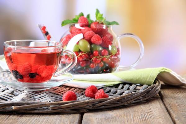 Kırmızı Meyvelerin Çayı  Bunların içine; kuşburnu, böğürtlen, ahududu gibi meyvelerin çayları girebilir... Ancak özellikle böğürtlen çayı içmek içeriğindeki yüksek C vitamini sayesinde vücuda enerji depolayacaktır. Unutmayın ki, bu dönemde yaşadığınız ağrı ve sancılar vücudun enerjisinden götürmektedir.