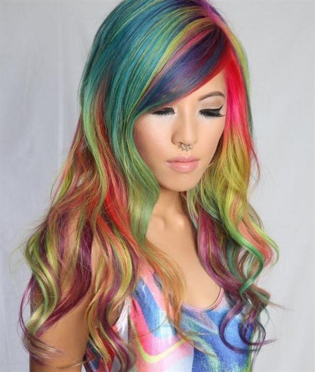Renkli Saçlar   Renk açıcılar alkol içerdiğinden, gereğinden fazla kullanılması, saçlarınızın kurumasına ve matlaşmasına yol açabilir. Bu etkilerden kurtulmak için, ürünü saçınıza az miktarlarda kademe kademe uygulamalısınız. İlk aşama da bir miktar uyguladıktan ve etkisinin az olduğunu gördükten sonra diğer miktarı uygulayabilirsiniz. Silikona maruz kalmak saçlarınızı yapış yapış yapar.