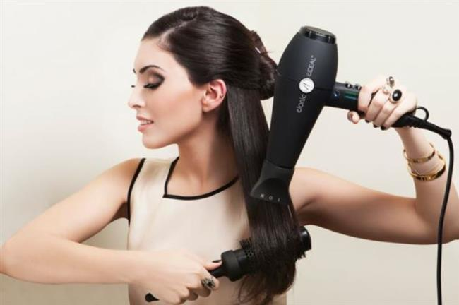 Fön   Her gün ısı uygulamak saçlarınıza yapabileceğin en büyük kötülüklerden bir tanesi. Bu yüzden bazı günler doğal saç modellerini tercih edin.