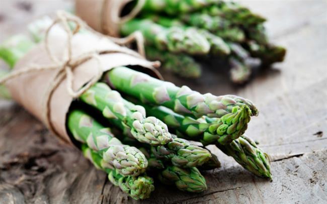 •Kuşkonmaz   Baharın şifalı sebzelerinden kuşkonmaz beta-karoten, B6 vitamini, folik asit ve lif içeriyor. 1 kase haşlanmış kuşkonmaz vücudun günlük B vitamini ihtiyacının yüzde 66'sını karşılıyor. Bir bardağında sadece 25 kalori, bir sapında ise sadece 5 kalori bulunuyor. Bu içeriği sayesinde kuşkonmaz, kalbin ana damarlarının temiz ve açık tutulmasında etkisini gösteriyor.