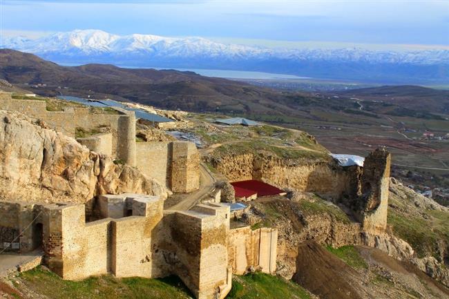 Harput  Elazığ yakınlarında M.Ö. 2000 yıllarından kalıntılar bulunan antik kent Harput'ta Kamos adındaki kötücül bir varlığın yaşadığına inanılıyor.