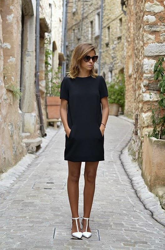 İddialı görünmeyi seven kadınlar ise siyah kısa ya da midi boy bir elbise ile bembeyaz ayakkabılarını kombinleyerek güçlü bir kontrast oluşturabilir.