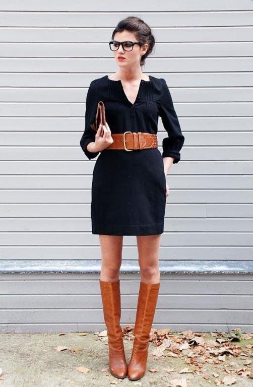 Kalın Kemerler  Birçok ünlü markanın bu sezon koleksiyonunda fazlaca yer verdiği kalın kemerler, şıklığının yanı sıra beldeki istenmeyen fazlalıkları da kamufle ediyor. Belinizi vurgulamak sizi her zaman daha ince gösterir, bunu da hatırlatalım.   Kısa Boylu Kadınların Vazgeçilmez Kıyafetleri İçin Tıklayın!