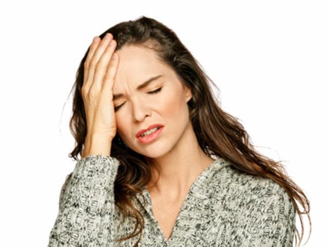 Baş ağrınızın işinizden, yediğiniz peynirden ya da yanlış duruşunuzdan kaynaklanabileceğini biliyor muydunuz? Bilinmeyen şaşırtıcı baş ağrısı tetikleyicilerini Hastane Derindere Nöroloji Bölümü Uzmanı Dr. Nejla Çabuk 'tan öğrendik…