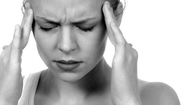 Ağrınızın tetikleyicilerini bulun!    Öncelikle baş ağrısı günlüğü tutun. Her gün, yediğiniz gıdaları, stresli olayları, hava değişikliklerini ve fiziksel aktivitenizi not edin. Bu notlar ağrınızın hangi etkenle tetiklendiğini öğrenmenizi sağlayacaktır.