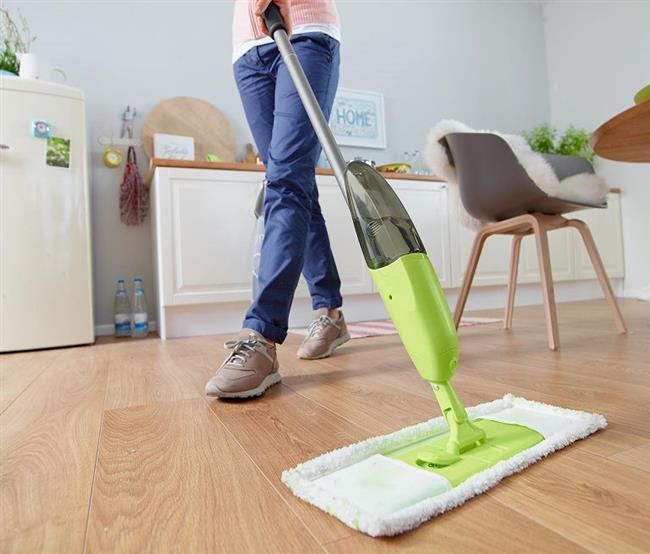 Yerleri paspaslamak kalori yakmak için ideal bir ev işi.Yerleri paspaslarken 20 dakikada ortalama 157 kalori yakarsınız.