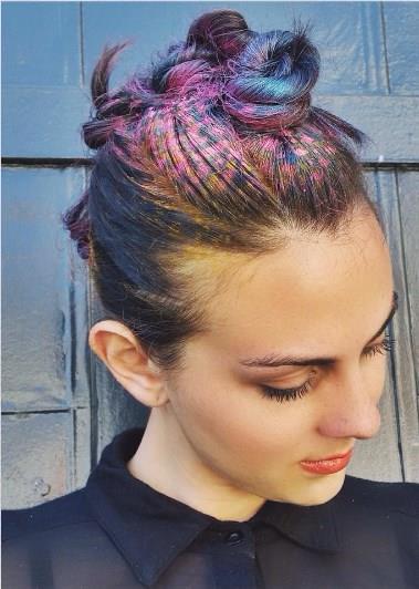 Bu yaz sahillerde ve konserlerde bu saç modellerini oldukça göreceğiz.  İşte graffiti saç modelleri!