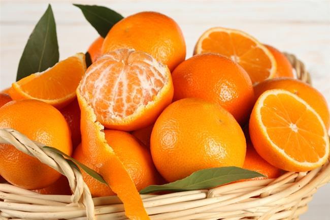 Portakal:   Portakal kabuklarının iç tarafı dişleri beyazlatıcı olarak bilinir. Kuru portakaldan elde edeceğiniz macunu ise diş fırçası yardımıyla dişlerinize uygulayabilirsiniz. Bu işlemi haftada 1–2 kez tekrarlarsanız farkı göreceksiniz.