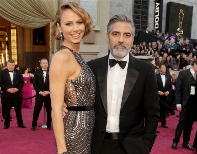 George Clooney, daha önce oyuncu ve model Stacey Keibler ile birlikteydi. 177 cm boyundaki Clooney, 180 cm boyundaki Keibler ile birlikteydi.