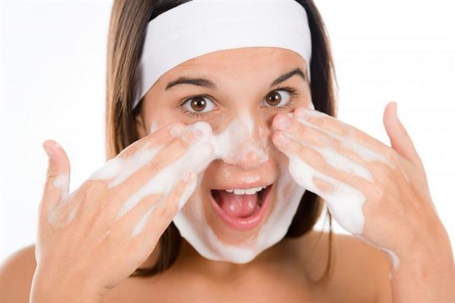 Cildinize uygun kremler, kürler kullanarak temizleyin, arındırın ve sağlıklı bir görünüme kavuşmasını sağlayın. Böylece makyaja gerek kalmadığını göreceksiniz.