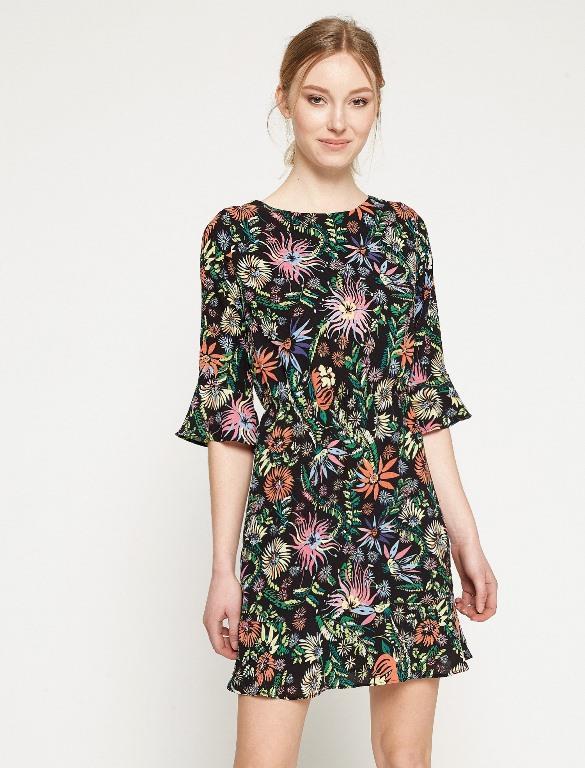 "Koton  <a href=  http://mahmure.hurriyet.com.tr/foto/moda/2017-bahari-uzun-elbise-modelleri_42019  style=""color:red; font:bold 11pt arial; text-decoration:none;""  target=""_blank"">  2017'nin Uzun Elbise Modelleri İçin Tıklayınız!"