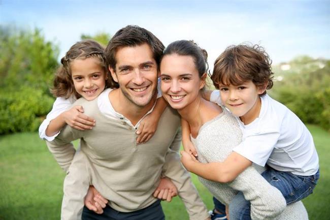 Aile Bağları Çok Güçlü   Yalnızca sevgililerine değil ailelerine de çok düşkün olan Boğa kadınları ailesiyle birlikteyken huzur ve güven duyar. Ailelerini her şeyin önüne koyarlar ve her zaman çok destekleyici olurlar. Boğa kadınları arkadaşlarına da aynı şekilde davranırlar.