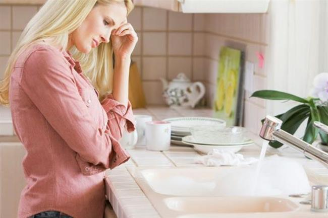 Tıkanan Boru Temizliği   İnsanlar genellikle borularını ve kanalizasyon kanallarını temizlemek için pahalı sert kimyasallara güveniyor, ancak sorunu çözmek için daha ekonomik ve güvenli bir yol var.Tıkanmış lavabonun boşaltma borusunun içine ½ su bardağı su püskürtün, ardından ½ su bardağı sirke ekleyin. Sıcak suyla yıkamadan önce 5 dakika boyunca bir bezle örtün.