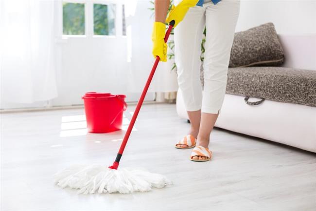 Ancak paspas, kapladığı zeminin her on metrekaresi için bir milyar bakteri kadar birikebileceği için mutfak süngerine göre daha pis. Her kullanımdan sonra, çıkarılabilir elyaf kafasını 60 derece yıkayın ve her iki ayda bir değiştirin.