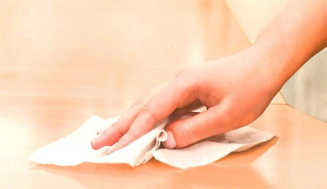Islak Mendille Temizlik   Nem tozu çekiyor o yüzden ıslak mendil yerine anti-sitatik silme beziyle silin.