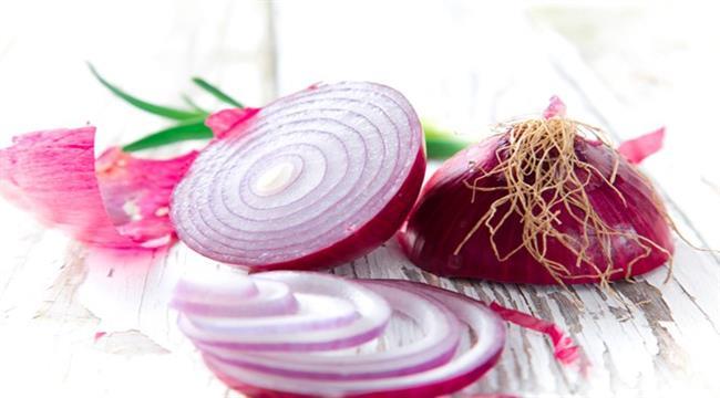Vücuttaki kesikler ve yanık yaralarının üzerine mor soğan suyu sürmek, mikropları öldürmesi açısından önemli ve etkilidir.